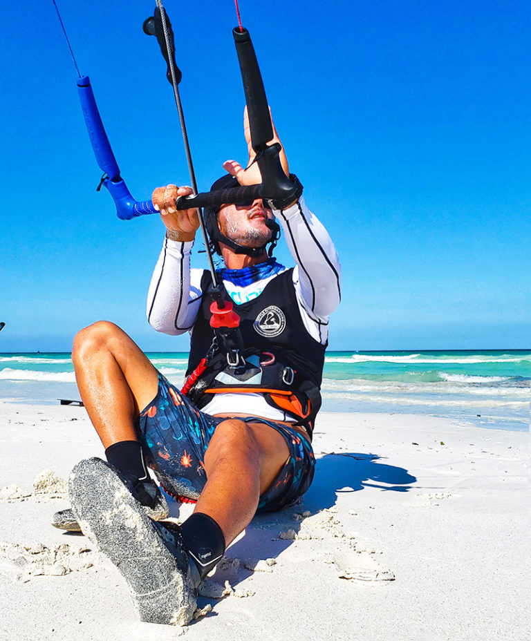 INDEPENDENT KITEBOARDER ON HOLBOX
